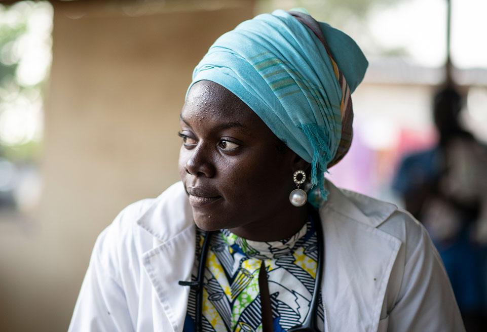 Docteur Yembal Yasmine est une jeune diplômée en médecine qui a été formée sur la malnutrition. .Elle travaille pour Alerte Santé, une ONG tchadienne partenaire d'ALIMA qui s'occupe de la malnutrition