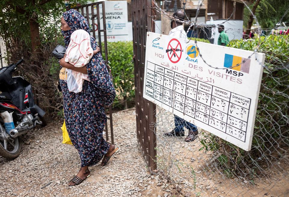 Les enfants soignés quittent l'UNT après y avoir séjourner quelques jours, ils devront ensuite aller à l'UNA pour récupérer leurs aliments thérapeutiques.