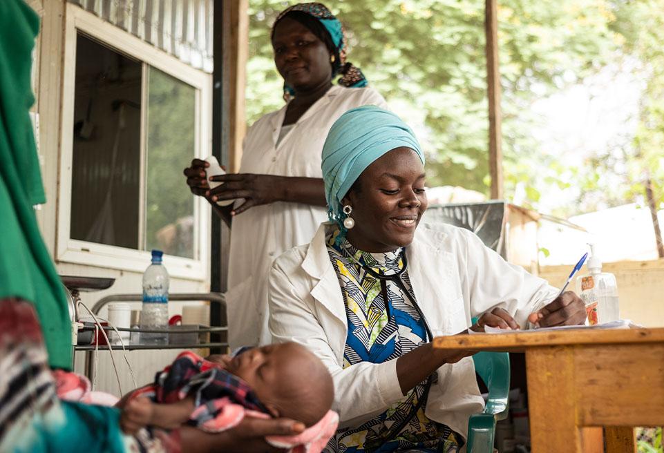 """""""On est en période de pic de malnutrition c'est très stressant, [...] il y a trop d'enfants et pas assez de soignants. Le dépistage est une bonne chose mais on doit  travailler sur la sensibilisation"""""""