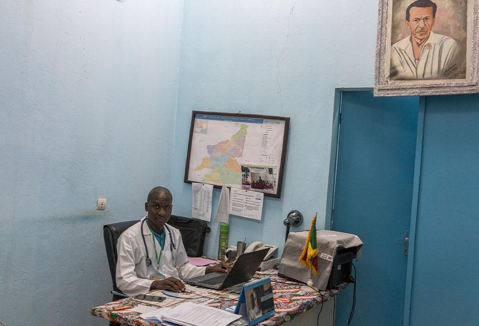 Dr. Mady Cissoko, Directeur médical du district. Hôpital de référence de Diré, Mali.