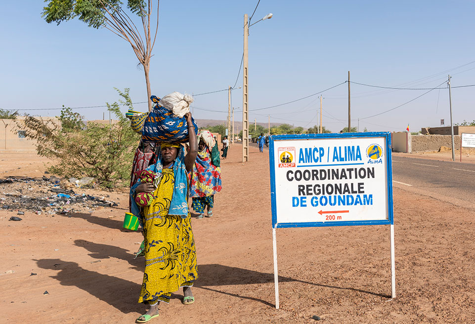 Panneau de signalisation ALIMA. Goundam, Mali.