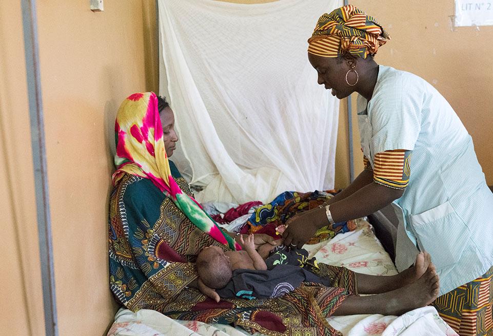 Oyalut Aldjoumati (12 jours), est né avec un nombril infecté qui n'a été détecté qu'après la naissance, car sa mère, Zeinab Oualid Agali, n'a jamais pu aller à une consultation prénatale.