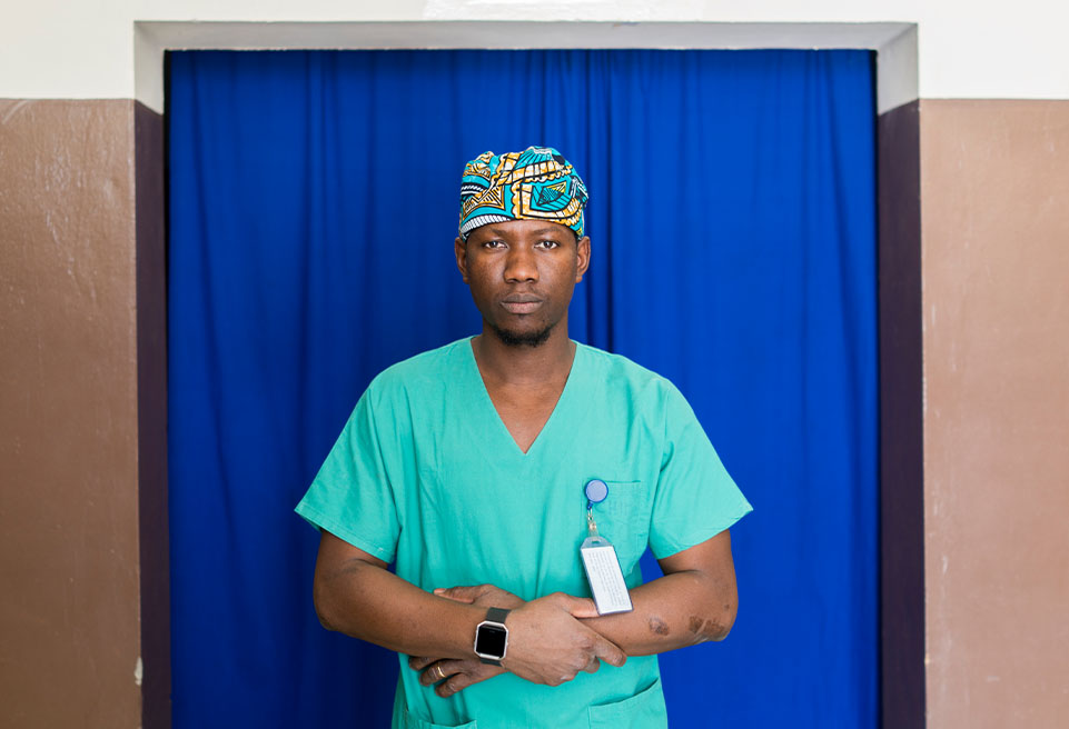 Portrait du chirurgien Ongoiba Oumar. Goundam, Mali.