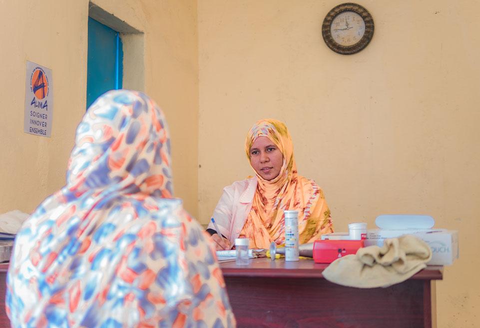 Infirmière Obstétricale en séance de consultation prénatale.