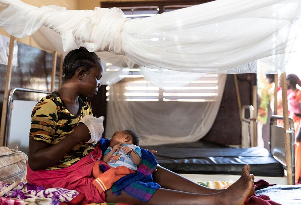 Synthia est venue à l'hôpital pour donner naissance à son 4ème enfant. Elle souffrait d'une grave hémorragie interne et a été opérée d'urgence.