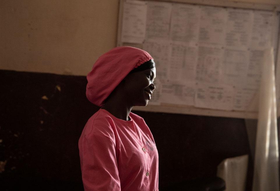 """Adeline, sage-femme de 28 ans : """"grâce à la clinique nous avons réussi à mettre au monde de nombreux bébés, à sauver des vies, à renvoyer chez elles de nombreuses mères heureuses et leurs bébés"""""""