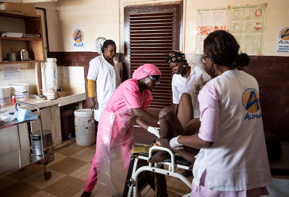 """Bénédicte 20 ans, donne naissance à son 3ème enfant à l'hôpital de Boda. Elle dit """"qu'il n'y a pas d'autre douleur que celle de l'accouchement"""", soulagée d'être en bonne santé et son bébé aussi"""