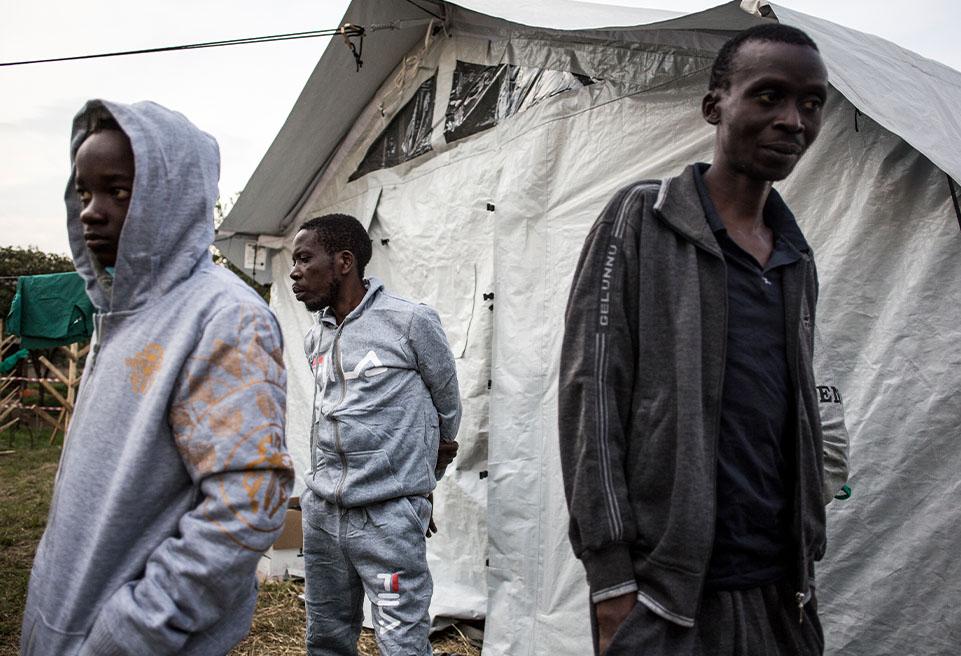 Trois patients sont prêts à quitter le centre de traitement du virus Ebola pour rentrer chez eux après que la suspicion de leur contamination au virus Ebola ait été écartée